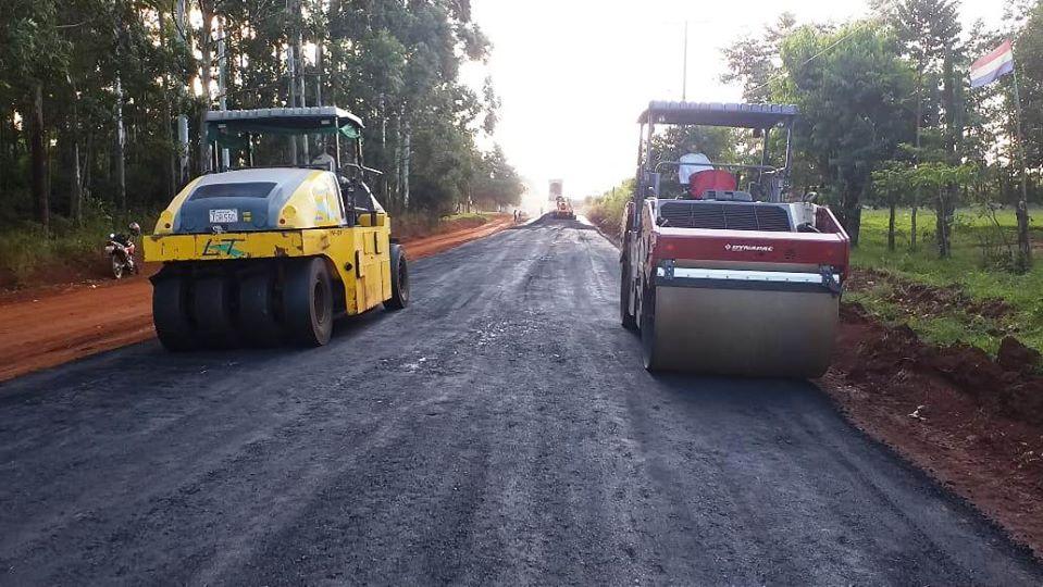 Iniciamos la colocación de la carpeta asfáltica en el tramo Edelira km 28 – Edelira km 65 del departamento de #Itapúa.