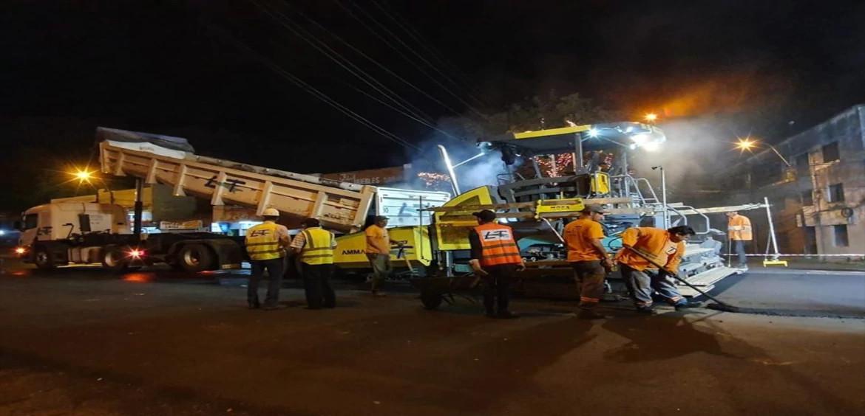 Trabajos nocturnos de regularización asfáltica en la Avda. Eusebio Ayala (ASUNCIÓN).