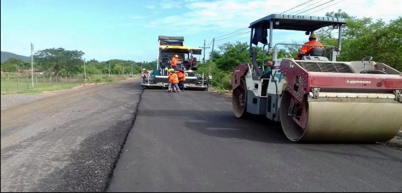 Avanza con más del 60% de ejecución la construcción del asfaltado que unirá Pirayú con Paraguarí.